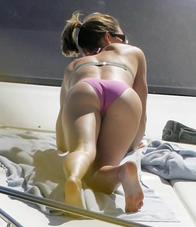 jessica_biel_bent_over_butt_big